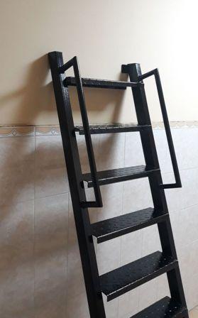 Лестница с перилами вид сбоку